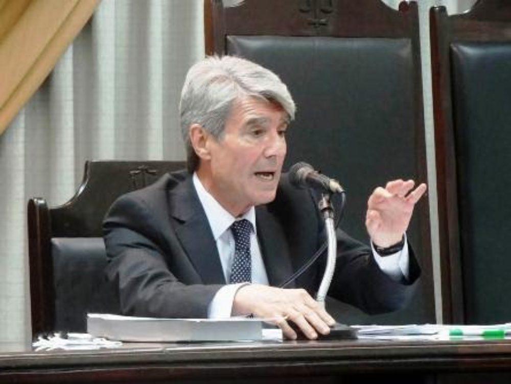Rolando E. Gialdino